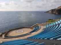 στάδιο για τις δημόσιες εκδηλώσεις που αγνοούν τη θάλασσα στην παραδοσιακή περιοχή Acapulco στοκ φωτογραφία