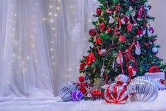 Στάδιο Themed Χριστουγέννων με το άσπρο σκηνικό στοκ φωτογραφίες με δικαίωμα ελεύθερης χρήσης