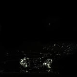 Στάζοντας ρευστό, ένας κρατήρας που διαμορφώνονται και μύγα παφλασμών νερού Στοκ Εικόνα