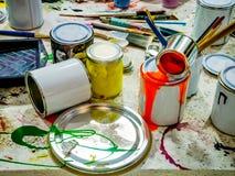 Στάζοντας χρώματα και βούρτσες Στοκ εικόνες με δικαίωμα ελεύθερης χρήσης