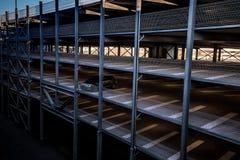 Στάθμευση του multi-storey plattform για πολλές θέσεις στοκ φωτογραφία
