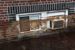 Στάθμη ύδατος και λάσπη στα κτήρια στοκ φωτογραφίες με δικαίωμα ελεύθερης χρήσης