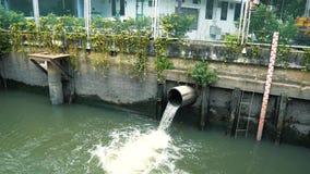 Στάθμη ύδατος στο κανάλι μετά από την καταιγίδα μέσα κεντρικός φιλμ μικρού μήκους