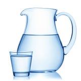 Στάμνα και ένα ποτήρι του νερού στοκ φωτογραφία με δικαίωμα ελεύθερης χρήσης