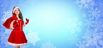 Στάσεις κοριτσιών Santa μεταξύ snowflakes Στοκ Εικόνες