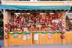 Στάσεις με τα παραδοσιακά δώρα Χριστουγέννων Στοκ φωτογραφία με δικαίωμα ελεύθερης χρήσης