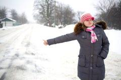 στάσεις μηχανών κοριτσιών Στοκ εικόνες με δικαίωμα ελεύθερης χρήσης