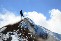 Στάσεις ορειβατών στη σύνοδο κορυφής του ηφαιστείου Avacha Στοκ Εικόνα