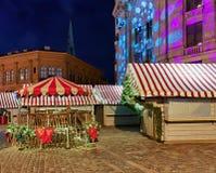 Στάσεις Χριστουγέννων στην αγορά στην παλαιά Ρήγα Στοκ Εικόνες