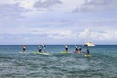 Στάση επάνω στη φυλή πινάκων κουπιών στους αμερικανικούς Παρθένους Νήσους Στοκ Φωτογραφίες