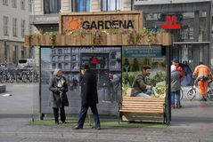 Στάση λεωφορείου που διακοσμείται με το gardena Στοκ φωτογραφίες με δικαίωμα ελεύθερης χρήσης