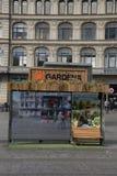 Στάση λεωφορείου που διακοσμείται με το gardena Στοκ Εικόνες