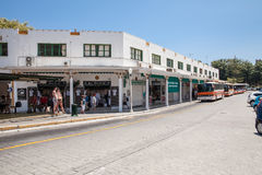 Στάση λεωφορείου στην πόλη της Ρόδου Κύρια στάση λεωφορείου και ταξί στη Ρόδο, Ελλάδα Στοκ φωτογραφίες με δικαίωμα ελεύθερης χρήσης