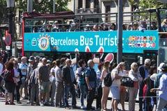Στάση λεωφορείου τουριστών στη Βαρκελώνη στοκ φωτογραφία