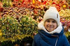 Στάση κοριτσιών και καραμελών Στοκ φωτογραφίες με δικαίωμα ελεύθερης χρήσης