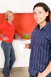 στάση κουζινών ζευγών Στοκ φωτογραφίες με δικαίωμα ελεύθερης χρήσης