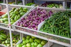 Στάση λαχανικών στην Ασία με τις μπανάνες μάγκο αγγουριών Στοκ εικόνα με δικαίωμα ελεύθερης χρήσης