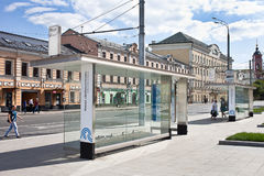 Στάση λεωφορείου στην πόλη Μόσχα, κέντρο πόλεων, οδός Lyusinovskaya, 16 του Αυγούστου, 2017 Στοκ Εικόνες