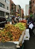 Στάση νωπών καρπών σε Chinatown NYC Στοκ φωτογραφία με δικαίωμα ελεύθερης χρήσης