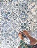 Στάση στο εκλεκτής ποιότητας πάτωμα κεραμιδιών Στοκ εικόνες με δικαίωμα ελεύθερης χρήσης