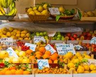 Στάση φρούτων σε παγκοσμίως διάσημο Σορέντο στοκ εικόνες με δικαίωμα ελεύθερης χρήσης