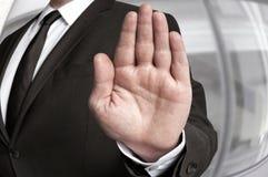 Στάση χεριών που παρουσιάζεται από τον επιχειρηματία στοκ φωτογραφία