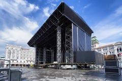 Στάδιο στο τετράγωνο πόλεων Στοκ εικόνα με δικαίωμα ελεύθερης χρήσης