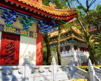 Στέγες στο παραδοσιακό κινεζικός-ύφος στο βουδιστικοί ναό και po Στοκ Εικόνες