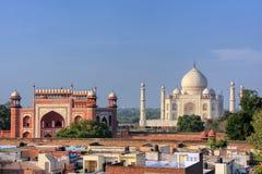Στέγες της γειτονιάς και Taj Mahal Taj Ganj σε Agra, Ινδία Στοκ εικόνες με δικαίωμα ελεύθερης χρήσης