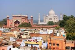 Στέγες της γειτονιάς και Taj Mahal Taj Ganj σε Agra, Ινδία Στοκ Εικόνες