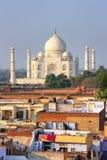 Στέγες της γειτονιάς και Taj Mahal Taj Ganj σε Agra, Ινδία Στοκ εικόνα με δικαίωμα ελεύθερης χρήσης