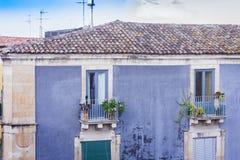 Στέγες της Κατάνια και εικονική παράσταση πόλης στο υπόβαθρο, Σικελία, Ιταλία στοκ εικόνα