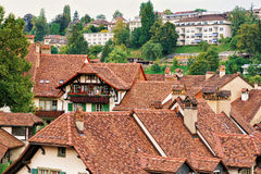 Στέγες των παλαιών σπιτιών στη Βέρνη Ελβετός Στοκ Εικόνες
