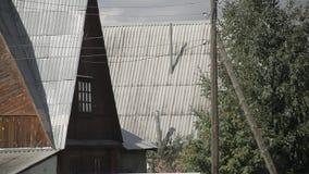 Στέγες των σπιτιών στο χωριό απόθεμα βίντεο