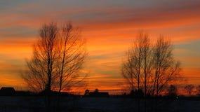 Στέγες χειμερινών ηλιοβασιλέματος και σπιτιών Στοκ εικόνες με δικαίωμα ελεύθερης χρήσης
