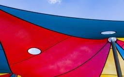 Στέγη από τον ήλιο στη βάρκα παιδικών χαρών Στοκ Φωτογραφία