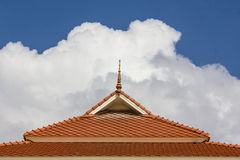Στέγη και ουρανός Στοκ εικόνα με δικαίωμα ελεύθερης χρήσης