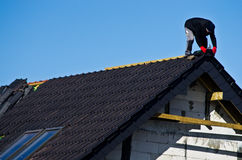 στέγη κατασκευής κάτω Στοκ φωτογραφίες με δικαίωμα ελεύθερης χρήσης