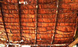 Στέγη κεραμιδιών που γίνεται από Teak το φύλλο Στοκ Εικόνες