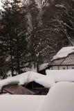 Στέγη με τον πάγο και το χιόνι Στοκ Εικόνες