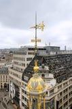 Στέγη που διακοσμείται με τον παρισινό ορίζοντα στο Παρίσι Στοκ φωτογραφίες με δικαίωμα ελεύθερης χρήσης