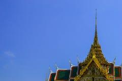 Στέγη σε έναν μπλε ουρανό στοκ εικόνα με δικαίωμα ελεύθερης χρήσης