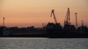 Στέλνοντας σκάφη στην αποβάθρα για τη διασκέδαση στο θαλάσσιο λιμένα απόθεμα βίντεο