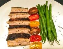 Στήθος αλατιού και πιπεριών με τα λαχανικά στοκ φωτογραφίες με δικαίωμα ελεύθερης χρήσης