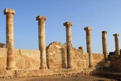 Στήλες ιστορίας αρχαιολογίας ανασκαφών των αρχαίων καταστροφών της Κύπρου των κτηρίων πετρών στοκ εικόνες