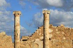 Στήλες ιστορίας αρχαιολογίας ανασκαφών των αρχαίων καταστροφών της Κύπρου των κτηρίων πετρών στοκ φωτογραφία
