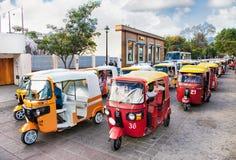 Στήλη ταξί tuk-tuk στην οδό Oaxaca, Μεξικό Στοκ Εικόνα