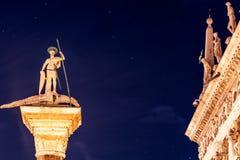 Στήλη του ST Theodore, κάτω από τα αστέρια Στοκ εικόνες με δικαίωμα ελεύθερης χρήσης