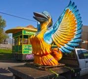 Στήριγμα πουλιών της Mardi Gras στοκ φωτογραφία με δικαίωμα ελεύθερης χρήσης