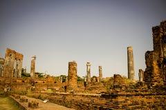 Στήλες και αρχαίες καταστροφές της παλαιάς πόλης Ayutthaya, Ταϊλάνδη στοκ εικόνες με δικαίωμα ελεύθερης χρήσης